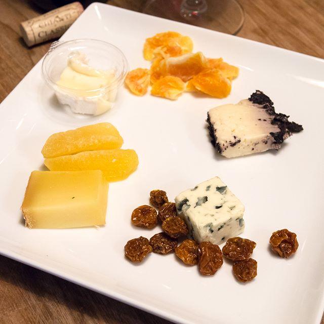 久しぶりにチーズも�♬・・・- ブリー・ド・モー- ドライみかん- オッチェッリ・アル・バローロ- ブルー・ドーヴェルニュ- ゴールデンベリー- コンテ- ドライりんご(写真左上から時計回り)・・・ #チーズ #cheese #ドライフルーツ #dryfruits #アテ #おつまみ #relish #nibbles #家飲み #晩ごはん #dinner #晩酌 #おうちごはん #秋 #Autumn #instadrink #instafood #l4l #f4f #followme #OLYMPUS #OMD #EM5 #LEICA DG SUMMILUX 25/F1.4