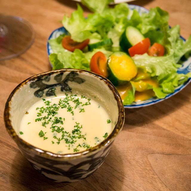 コーンポタージュこれも息子のリクエストでコーン缶から作ってくれました�紙パックのはあまり食べないくせに、手作りだとパクパク食べる息子──贅沢なヤツめ…------- #コーンポタージュ #cornpotage #とうもろこし #コーン #corn #スープ #soup #手作り #homemade #家飲み #晩ごはん #dinner #晩酌 #おうちごはん #秋 #Autumn #instadrink #instafood #l4l #f4f #followme #OLYMPUS #OMD #EM5 #LEICA DG SUMMILUX 25/F1.4