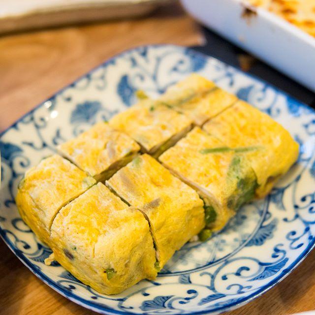 #玉子焼き中に入っているのは…☘️------#オムレツ #omelette #玉子 #eggs #家飲み #晩ごはん #dinner #晩酌 #おうちごはん #デリスタグラマー #beautifulcuisines #クッキングラム #テーブルフォト #料理好きな人と繋がりたい #instadrink #instafood #OLYMPUS #OMD #EM5 #LEICA DG SUMMILUX 25/F1.4
