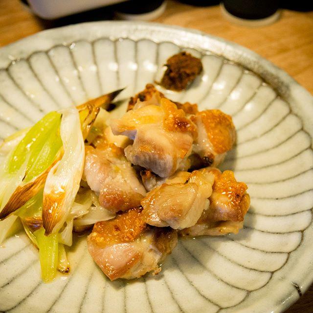 鶏のオーブン焼き生七味をつけて食べるのが美味いんです♪-----#鶏 #チキン #chicken #生七味 #茅の舎 #家飲み #晩ごはん #dinner #晩酌 #おうちごはん #デリスタグラマー #beautifulcuisines #クッキングラム #テーブルフォト #料理好きな人と繋がりたい #instadrink #instafood #OLYMPUS #OMD #EM5 #LEICA DG SUMMILUX 25/F1.4