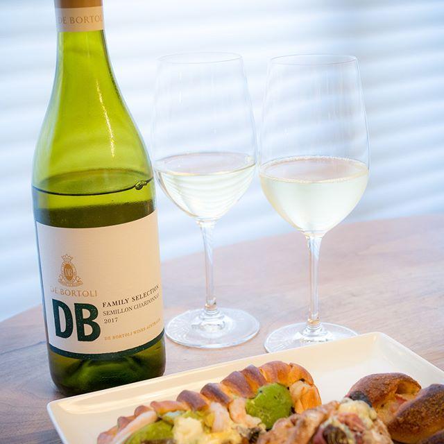 デ・ボルトリ | ディービー セミヨン・シャルドネ 2017[ DE BORTOLI | DB SEMILLON CHARDONNAY 2017 ]Australia・・・旨安ワインでした♪ #ワイン #wine #白 #white #wineglass #リーデル #riedel #家飲み #晩ごはん #dinner #晩酌 #おうちごはん #デリスタグラマー #beautifulcuisines #クッキングラム #テーブルフォト #料理好きな人と繋がりたい