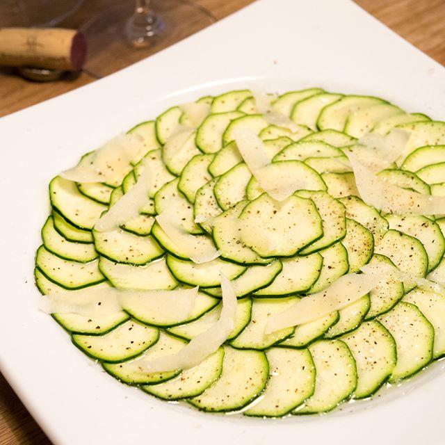ズッキーニのカルパッチョ  #ズッキーニ #zucchini #カルパッチョ #carpaccio  #パルミジャーノ #Parmigiano  #家飲み #晩ごはん #dinner #晩酌 #おうちごはん  #デリスタグラマー #beautifulcuisines #クッキングラム  #テーブルフォト #料理好きな人と繋がりたい