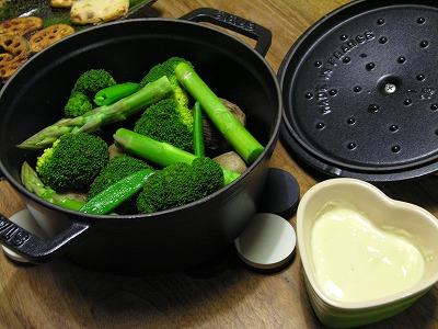 ストウブ de 蒸し野菜 豆酩ディップ