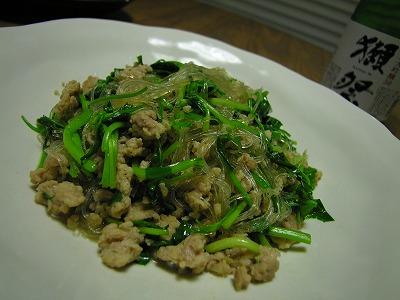 鶏ひき肉とせりと春雨の炒め物