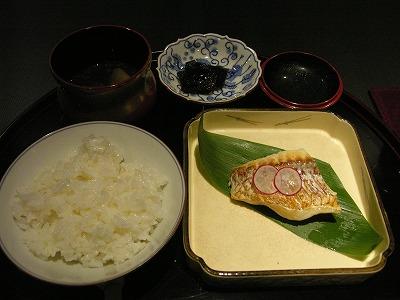 焼き魚とごはん