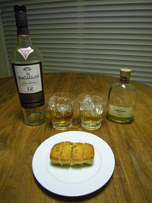 フルーツケーキとウイスキー