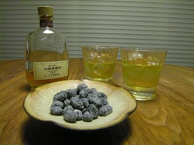 黒豆グラッセとウイスキー