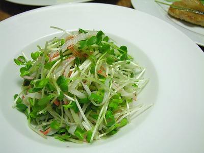 かいわれとカニフレークのサラダ