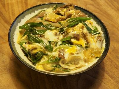 牛肉と葉玉ねぎの卵丼