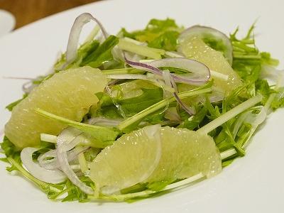 水菜と紫玉ねぎとグレープフルーツのサラダ